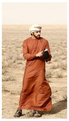 Prince Crown, Royal Prince, Arab Men Fashion, Mens Fashion, Arab Men Dress, Middle Eastern Men, Arabic Wedding Dresses, Handsome Arab Men, Mens Kurta Designs
