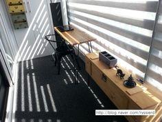 시크한 베란다 서재 꾸미기 : 네이버 블로그 Porches, Offices, Home Office, Balcony, Interior Design, Architecture, Table, House, Furniture
