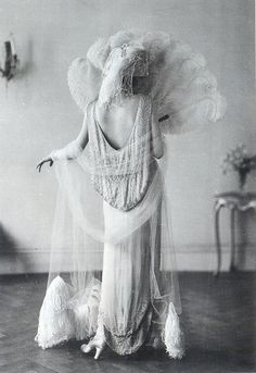 1920's elegance ... I'm pretending this is not made of real feathers. Otherwise, beautiful! :)