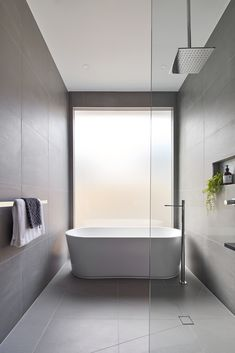 Bathroom Design for Large Bathrooms Minimalist Bathroom Design, Minimal Bathroom, Modern Bathroom Design, Bathroom Interior Design, Modern House Design, Modern Interior Design, Contemporary Bathrooms, Large Bathrooms, Dream Bathrooms