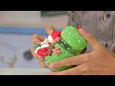 Sección Espazio Ideal del Programa El Yipao, 7 de Septiembre Porcelanicrom - YouTube Clay Jar, Dyi Crafts, Biscuit, Santa, Youtube, Decorated Jars, Jelly Beans, Mugs, Paper Crafting