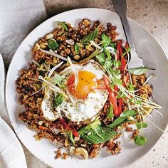 Add this brown rice nasi goreng to your mid-week meals arsenal. Not only does it boast a powerful flavour punch with ginger, chilli, Thai… Healthy Snacks, Healthy Eating, Clean Eating, Healthy Recipes, Nasi Goreng, Mince Recipes, Cooking Recipes, Mince Meals, Cooking Pasta