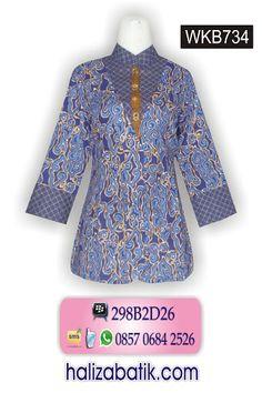 Baju batik model terbaru bahan katun. Warna dasar biru. Motif batik megamendung. Model batik kerah sanghai.  Harga Rp 90.000,-  http://grosirbatik-pekalongan.com/blus-wkb734/