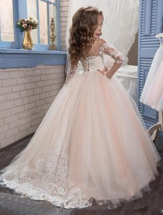2017 New Flower Girls Dresses For Weddings Scoop Long Sleeves Lace Sweep Train Ball Gown Birthday Children Girl Pageant Gown