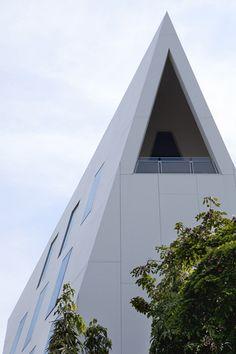 8e #ConcoursPorcelanosa: mention spéciale à l'agence ADPI. Les systèmes de construction de BUTECH TECHNOLOGIES et KRION Solid Surface sur la façade de l'ambassade de France à Bangkok