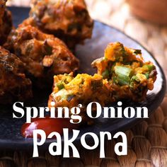 Spring Onion Pakora - Indian Green Onion Fritters - Hare Pyaz Ke Pakode or Spring Onion Pakora – An easy and delectable tea time snack made with green onions, chickpea flour and spices! Veg Breakfast Recipes Indian, Indian Snacks, Vegetarian Recipes Dinner, Veggie Recipes, Indian Food Recipes, Cooking Recipes, Gujarati Recipes, Pakora Recipes, Recipes
