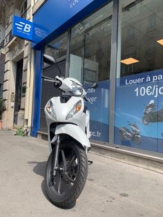 #paris #moto #bikeloc #louer #location #fashion #moto #motoparis #motofriends #mototown #mototravel #ootd scooter #moto #motocross #yamaha #mt07 #mt #yamahamt07 #yamahamt #700cc #piaggio #liberty #scooter #paris #location #rent #travel #france Yamaha Mt07, Motocross, Liberty, Honda, Motorcycle, France, Paris, Vehicles, Travel