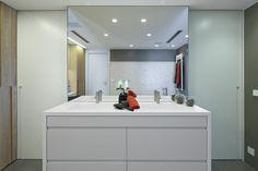 Molins Interiors // arquitectura interior - interiorismo - decoración - baño - bathroom - dormitorio - suite - master - room - open space - white - blanco - roble - oak - tocador - dresser - dressing table