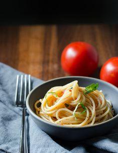 Aglio e Olio with Fresh Tomatoes (Pasta with Garlic and Oil)