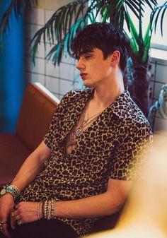 Cheetah Print Button Up + Black Pants Beautiful Boys, Pretty Boys, Mode Streetwear, Poses For Men, Men With Street Style, Hot Boys, Jonaxx Boys, Handsome Boys, Cute Guys