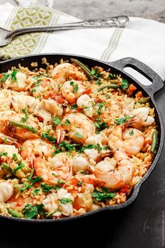 Easy Seafood Paella: This is absolutely shameful. Onions make rice mushy, and you should never add them to a paella. The other ingredients are not found in a traditional paella either, but the Fish Recipes, Seafood Recipes, Cooking Recipes, Party Recipes, Seafood Paella Recipe, Sauce Recipes, Delicious Recipes, Mediterranean Dishes, Gastronomia