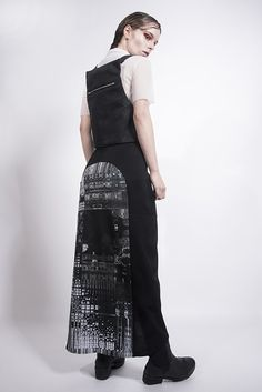 Fractal print skirt by Fuenf fashion/ Dark futuristic minimalistic style/ black and white / collection ss2017 /Photograph: Spyros Droussiotis/ MUA: Sabina Pinsone/Model: Maria kn
