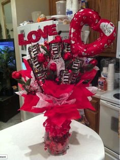 HAPPY VALENTINES TO THE ONE I LOVE ! Valentines Day Baskets, Valentine Day Wreaths, Valentine Decorations, Valentine Day Crafts, Gift Bouquet, Candy Bar Bouquet, Valentine's Day Gift Baskets, Candy Gift Baskets, Candy Arrangements