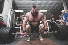 Lees hier alles over de strongman Eddie Hall! Kijk hier voor zijn voedingsschema & supplementengebruik.