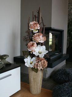 Large decoration with magnolias and natural roses / Goods of seller jircice – Flowers Desing Ideas