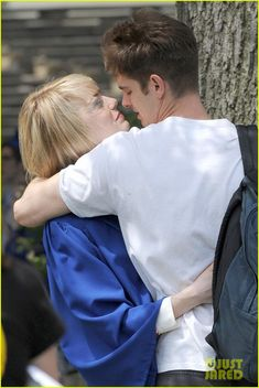 Emma Stone & Andrew Garfield: Spider-Man Break Kisses!   emma stone andrew garfield spider man break 02 - Photo
