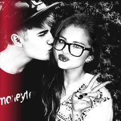 I dont like jelena but i think they look very cute together in this picture.