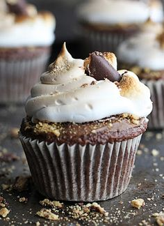 Deluxe S'mores Cupcakes