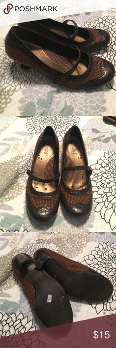 Miss brown Mary Jane heels Super cute brown leather & houndstooth Mary Jane shoes w/kitten heel! Great for work. Mudd Shoes Heels