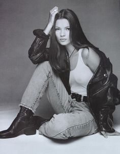 I hate how everyone tries to re-create 90s fashion nowadays and overdo it; this is true 90s casual wear!