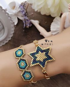 super Blue & Gold harmony with a loved beauty more … – # eleme # jewelry design Related posts:Kiss on the hand . Bead Jewellery, Beaded Jewelry, Handmade Jewelry, Bracelet Patterns, Beading Patterns, Bead Crafts, Jewelry Crafts, Beaded Earrings, Beaded Bracelets