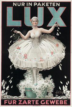 Lux se introdujo como un jabón de baño en los EE.UU. en 1925, y en el Reino Unido en 1928 como una extensión de marca de jabón en escamas Lux...