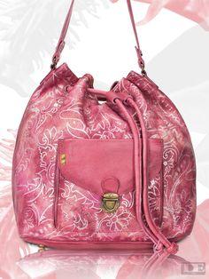 Unsere Bucket Bag Laetitia, aus unserem aktuellen Summer Special 2016! Die absolute Trendtasche für den Sommer! :-) #desiderius #taschenliebe #baglovers #summerspecial #taschensucht #summercollection #pink #flowers #trendbag #bucketbag #vintage