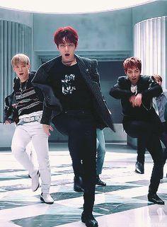 When broke people living together Warning! Baekhyun, Exo Kai, Park Chanyeol, Kpop Exo, Exo Ot12, Chanbaek, Kris Wu, K Pop, Steven Universe