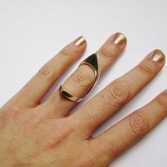 Double Pointed Knuckle Ring. via The Cools