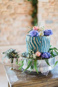 All you need is love and a delicious  #weddingcake #pavlovslab!