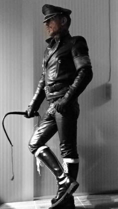 Leather and Uniform Master: Archiv Mens Leather Pants, Leather Gloves, Homme Gay Sexy, Skinhead Boots, Beard Tips, Biker Boys, Leder Outfits, Denim Shirt With Jeans, Men In Uniform