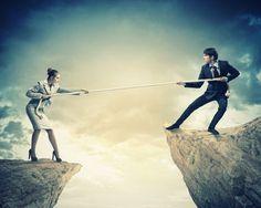 Warum Druck, Kontrolle und emotionale Erpressung in der Beziehung das Gegenteil des Gewünschten bewirken: So vermeidest du Streit mit deinem Partner.