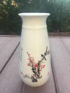 Buy antique Chinese porcelain flower vase Cheerful Plum Blossoms With Magpies, and invite good fortune and prosperity. Feng Shui Artwork, Feng Shui Paintings, Porcelain Pens, Porcelain Jewelry, Flower Vases, Flower Art, Art Flowers, Feng Shui Jewellery, Statues For Sale