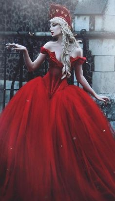 Red Queen Outfit - Red Dress, the bigger the better, crown not needed but red or black jewels incorporated into hair would work well Fantasy Dress, Fantasy Art, Diamond Red, Costume Original, Fantasy Photography, Queen Dress, Fantasy Costumes, Jolie Photo, Halloween Kostüm