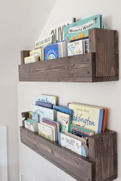 See how Caitlin from The Picket Fence Projects whipped up these rustic bookshelves wood projects projects diy projects for beginners projects ideas projects plans Rustic Bookshelf, Bookshelf Ideas, Cheap Bookshelves, Pallet Bookshelves, Bookshelf Design, Diy Bookshelves For Kids, Simple Bookshelf, Nursery Bookshelf, Kids Wall Bookshelf