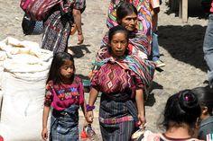 guatemala/chichi_mayan_family