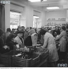 Sklep Państwowego Gospodarstwa Rolnego Bródno przy ul. Marszałkowskiej 28 w Warszawie, 1977