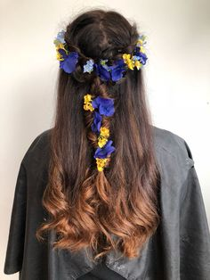 Hair by flowers by Decoflora model Hair Flowers, Her Hair, Fashion Forward, Hair Styles, Model, Beauty, In Trend, Hair Plait Styles