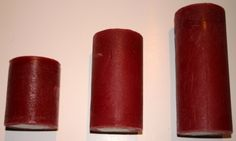 Tre størrelser, pris fra 45kr. Rustikke kubbelys i plommerød. Kommer i tre størrelser: 7x8,5cm - brenntid 38t - 45kr 7x12,5cm -brenntid 67t - 65kr 7x16,5cm - brenntid 82t - 75kr