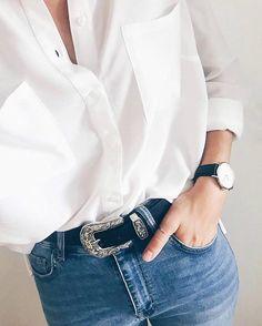 Look style masculin-féminin avec une chemise d'homme blanche à poches rentrée à l'intérieur du jean >> http://www.taaora.fr/blog/post/look-masculin-feminin-chemise-d-homme-blanche-a-poches-rentree-dans-le-jean-ceinture-montre-noire