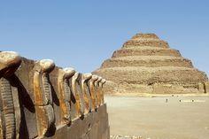 El muro de las cobras del complejo funerario de Zuser. La visita de la piramide…