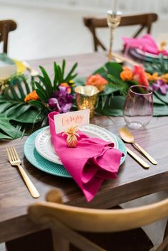 Table decoration for a wedding with a Caribbean flair! Tropical Weddings give your wedding the absolute summer feeling, the exotic bright colors and flowers are absolute eye-catchers! wedding l table decoration caribbean l wedding exotic l hoc Best Wedding Colors, Wedding Color Schemes, Wedding Themes, Wedding Decorations, Wedding Ideas, Birthday Party Table Decorations, Beach Wedding Favors, Wedding Table, Fall Wedding