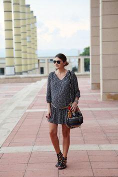"Blogger Mireia from ""My Daily Style"" | Dress (H&M Maternity). Scarf (Oysho). Sandals (Steve Madden). Bag (Stela 9)."