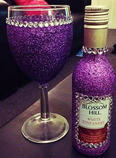 Purple glitter wine glass and Blossom Hill mini wine bottle Glitter Wine Glasses, Diy Wine Glasses, Decorated Wine Glasses, Hand Painted Wine Glasses, Glitter Wine Bottles, Champagne Bottles, Glitter Projects, Glitter Crafts, Wine Glass Crafts