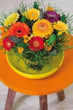 Small gerberas in a yellow vase #orangegerberas #redgerberas #inspiration #colouredbygerbera #dutchgerbera