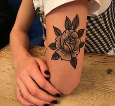 Traditional Rose Tattoo: 40 ideas for classic tattoos and flower lovers - Tattoo Ideen - Dream Tattoos, Badass Tattoos, Sexy Tattoos, Body Art Tattoos, Small Tattoos, Tattoos For Women, Tatoos, Design Tattoo, Flower Tattoo Designs