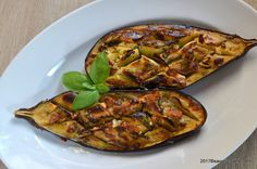 Vinete la cuptor impanate cu usturoi si branza | Savori Urbane Vegetable Side Dishes, Vegetable Pizza, Turkish Recipes, Ethnic Recipes, Good Food, Yummy Food, Feta, Foodies, Vegetarian Recipes
