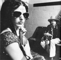 "Scarlet Rivera's exotic violin string serenade on Bob Dylan's ""Romance in Durango (Live 1975)"" 