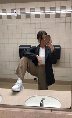 Edgy Outfits, Teen Fashion Outfits, Cute Casual Outfits, Pretty Outfits, Estilo Madison Beer, Mode Streetwear, Aesthetic Clothes, Ideias Fashion, Vintage Outfits