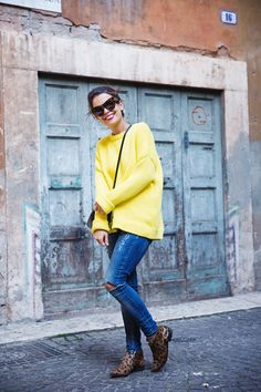 Yellow_Sweater-Ripped_Jeans-Leopard_Boots-Street_Style-Outfit-Verona-Travels-15